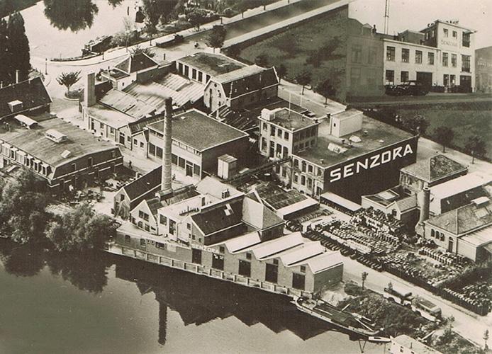 Case Senzora Historische afbeelding Senzora fabriek